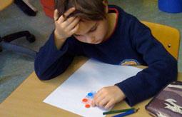 Kind im Unterricht